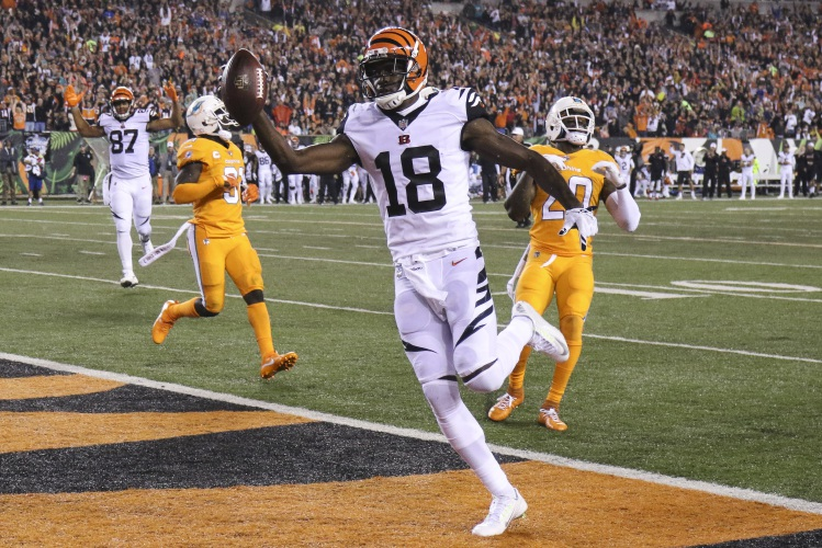 Cincinnati Bengals wide receiver A.J. Green (18) . 45b4548bf