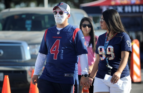3844fd1ec97 Valley News - More and More, NFL Becoming Women's Game