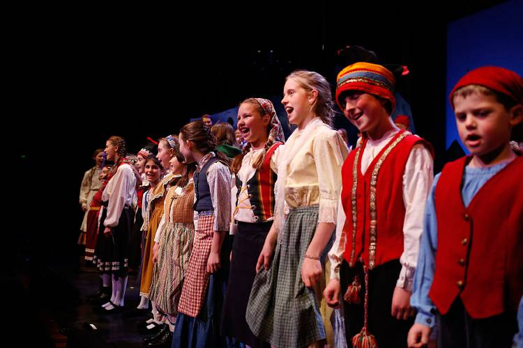 Christmas Revels.Valley News Highlights Christmas Revels Emcee Sweats The