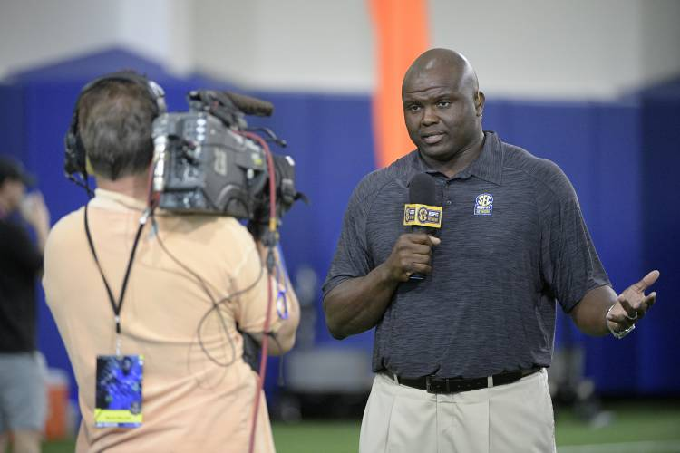 Valley News - Commentary: ESPN Announcing a Team a Group of