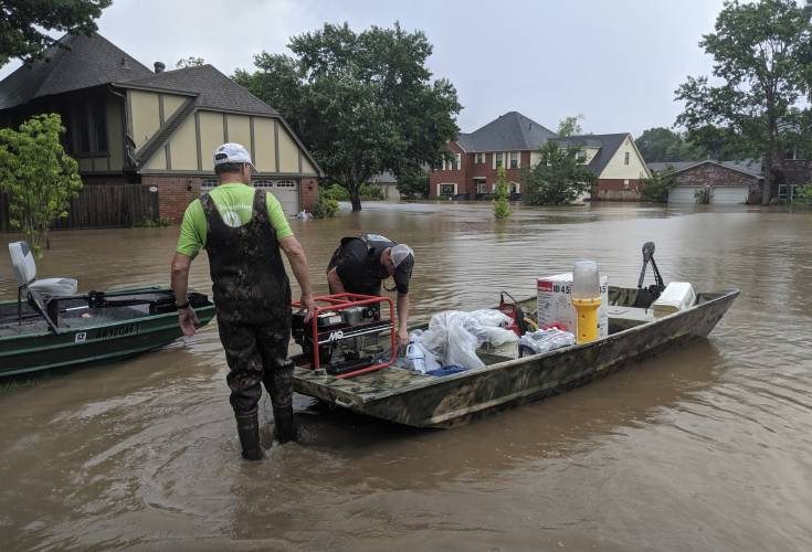 Valley News - Hundreds in shelters as record flooding hits