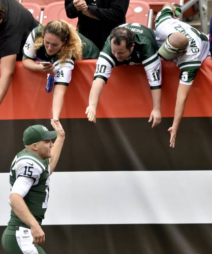 0162663274f New York Jets quarterback Josh McCown celebrates with fans after the Jets  defeated the Cleveland Browns in an NFL football game, Sunday, Oct. 8,  2017, ...