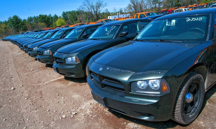 Police Car Auctions Near Me >> Valley News State Auction In Concord Puts Police Cars Buses