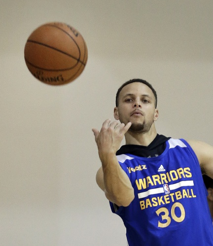 e44c05943 Golden State Warriors  Stephen Curry passes during NBA basketball practice  on Friday