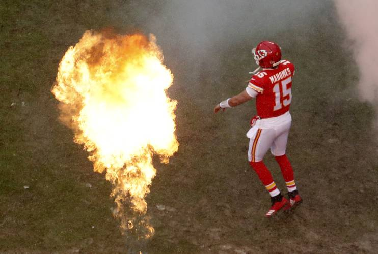 73cd02651 Kansas City Chiefs quarterback Patrick Mahomes (15) comes onto the field  before an NFL divisional football playoff game against the Indianapolis  Colts ...