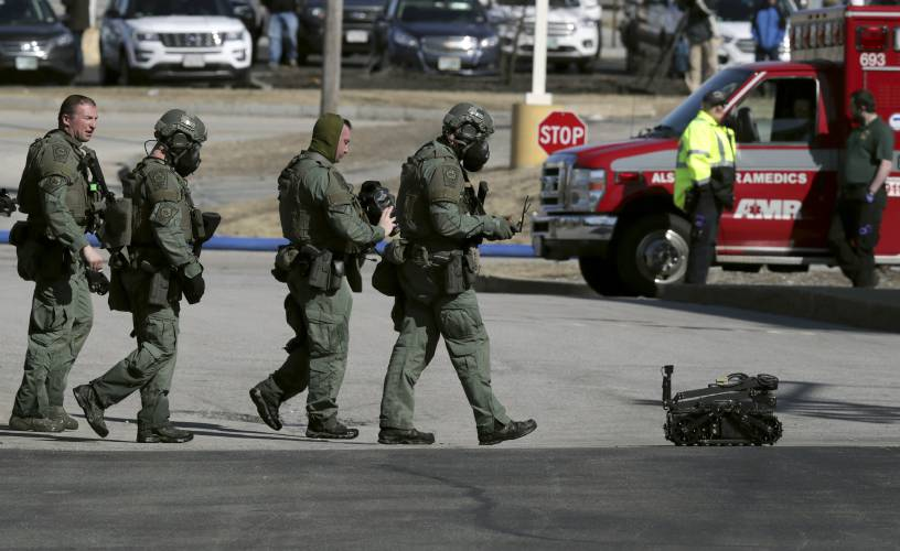 Valley News - 3 dead after 15-hour standoff with police at