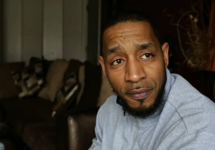 Valley News - Mug Shot Sites Hinder Ex-Inmates' Job Prospects