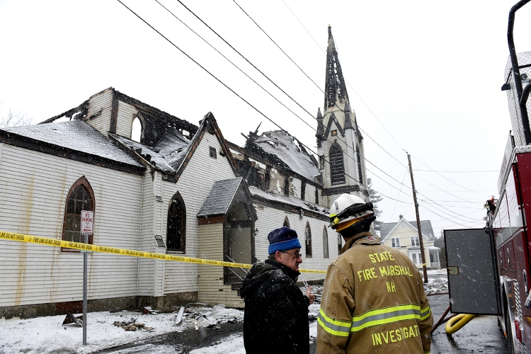 Church Member David Rataj Left Speaks With Adam Fanjoy Of The New Hampshire State Fire Marshals Office Next To The First Baptist Church In Lebanon N H