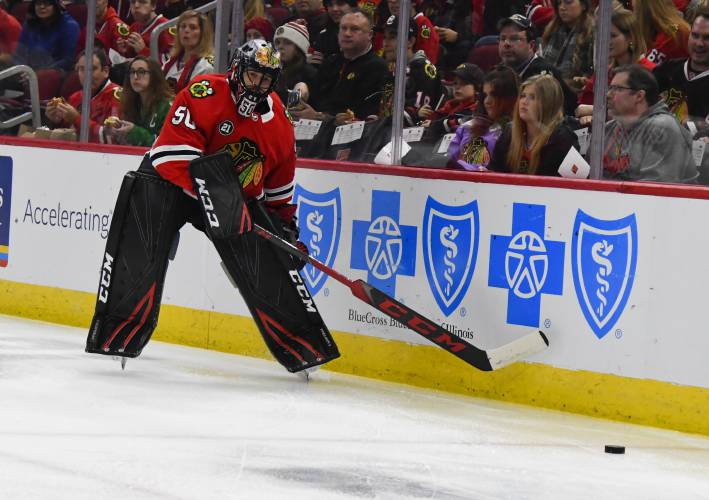 Valley News Nhl Roundup Injured Goalie Latest Struggle For Blackhawks